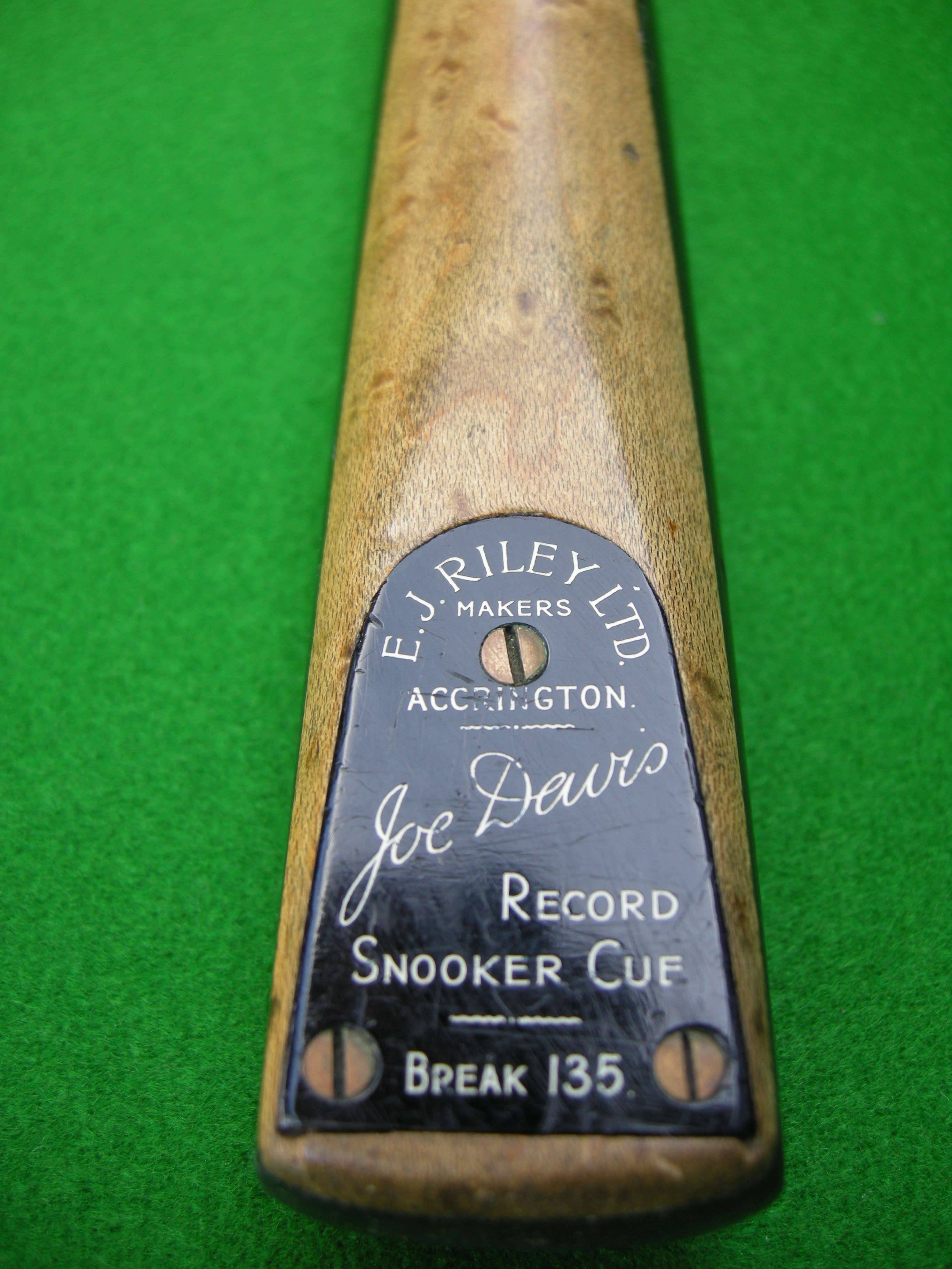 E. J. RILEY 135 BREAK CUE (BLACK PLATE)