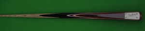 1PC NICHE EXCELLENCE ***HAND MADE SNOOKER/POOL CUE*** Shaft is straight grained with 8 proportioned arrows to the front, butt is made up of four splices of paduke with blue and maple veneers. Cue Specs: Length: 57 1/4 Inches Weight: 17 oz Tip: 9.4 mm Balance 17 Inches Butt Diameter: 28.8 mm